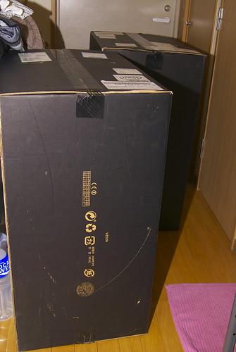 Alienware の入った箱が玄関とトイレを塞ぎました