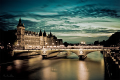 Balade Parisienne (Marc Benslahdine) Tags: bridge paris france love architecture lights cityscape nightlights lumire explorer n explo
