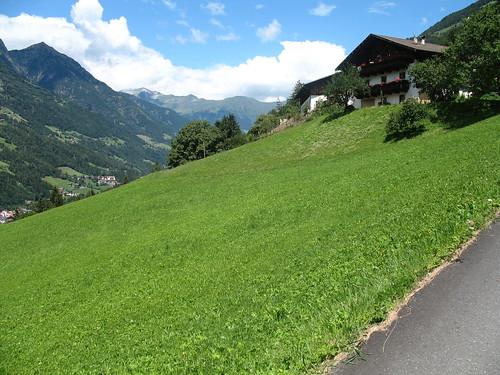 Ab Saltaus im Passeiertal führt der Weg steil aufwärts zum Weiler Verdins