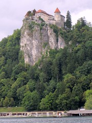 Bled Castle and Lake (wrightrkuk) Tags: mountains alps castles lakes slovenia alpine bled slovenija slowenien picturesque chateaux centraleurope mitteleuropa lakebled julianalps bledjezero bledcastle formeryugoslavia schloesser exyugoslavia blejskojezero juliskealpe schlossbled sloveniancastles neweumemberstates neuemitgliederdeseuropaischenunions
