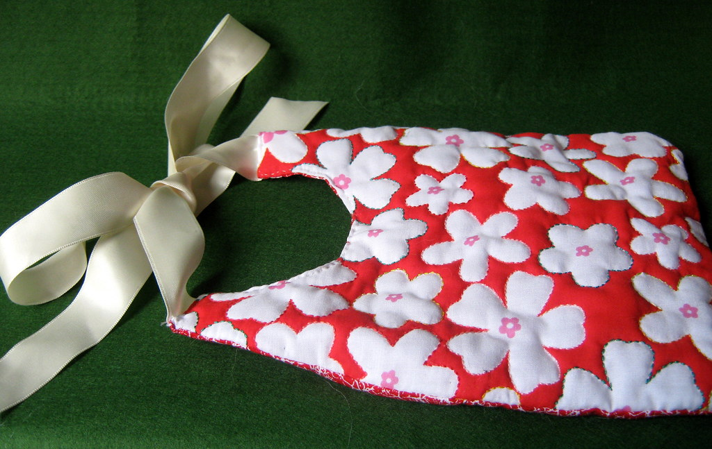 bib3: red with large daisies