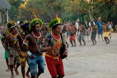 Kayaps (semente33) Tags: india xingu ritual terra sul indio tribo aldeia pachamama americano goias indigena cantos paje xama kayaps yawalapitis triboarcoiris