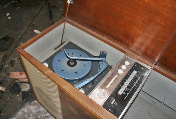 Semi intact record player