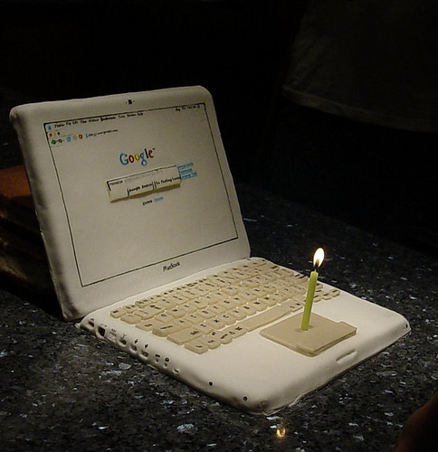 MacBook laptop computer cake 6 - vegan