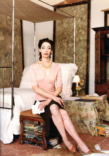 Illeana Douglas as Pauline de Rothschild 1