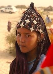 Young Touareg woman with headress at Festival au Desert, Essakane, Mali (Chris G Images) Tags: africa portrait sahara silver rebellion mali oxfam touareg tuareg sahel headress essakane festivalaudesert waterweek azawagh azawad oxfamwaterweek culturedusahara
