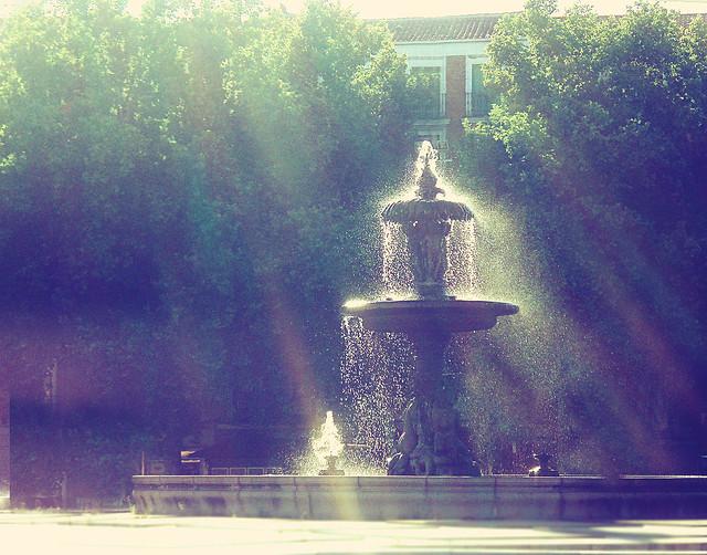 Spain Fountain_curves2