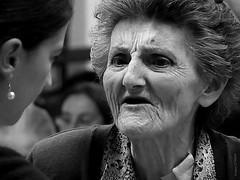 Su queja / Her complaint (Franco D´Albao) Tags: portrait bw woman lumix mujer time retrato oldness bn age oldlady years edad tiempo años vejez leicalens blackwhitephotos viejadama dalbao francodalbao