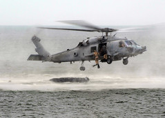 SEALs Drop Into the Ocean (US Navy) Tags: ocean military helicopter militar seals usnavy helicptero seahawk ocano unitedstatesnavy littlecreek