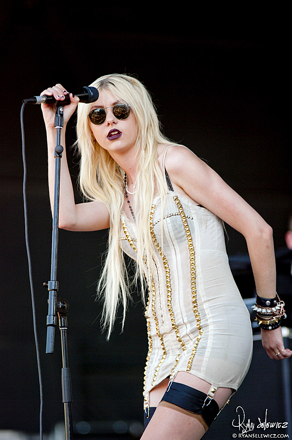 The Pretty Reckless - Warped Tour 2010