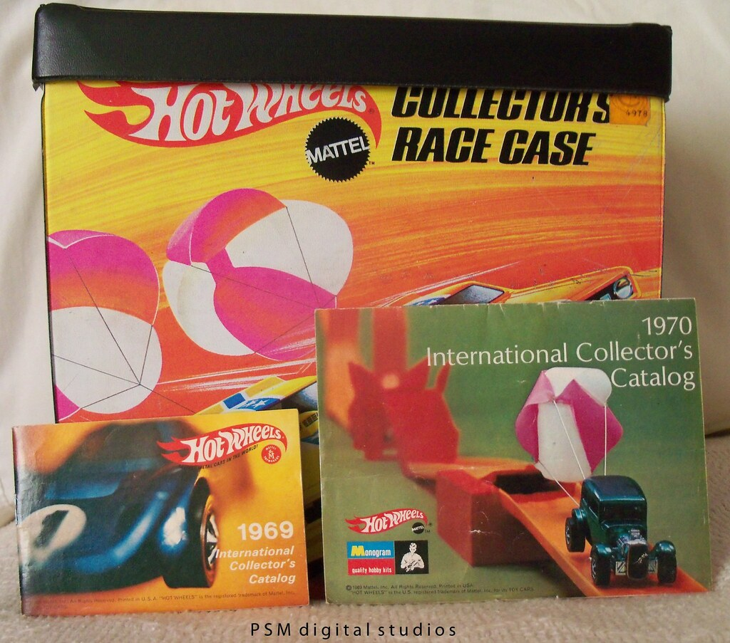 1969 Original Mattel Hot Wheels Collector Case & 1969 1970 International Collectors Catalogs