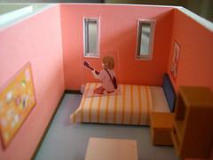 110215(1) - 網路鄉民自製的TVA《K-ON! 輕音部》女主角的1:50比例住家模型!