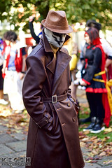 IMG_6096.jpg (Neil Keogh Photography) Tags: gibbons watchmen nwcosplayhalloweenmeet2016 rorschach belt alanmoore grass leather videogame gold brown dccomics jacket red leaves hat antihero mask green comics dave trees coat walterkovacs black park hero leatherjacket movie white