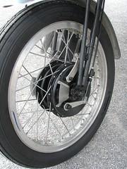 BSA B31 double frein avant (gueguette80 ... non voyant pour une dure indte) Tags: old bike front double trophy british brake tt avant racer picardie motos bsa motorrad somme anciennes terroir frein b31 anglaises ricket airaines