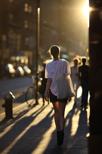 フリー写真素材, 人物, 女性, 人と風景, 夕日・夕焼け・日没, 後ろ姿,