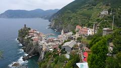 Vernazza (Nevica) Tags: houses sea italy water field coast italia village liguria grapes cinqueterre vernazza ih headland