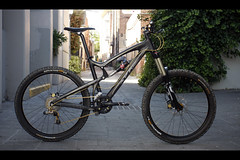 Santa Cruz Nomad Carbon (Watson Lu) Tags: light santacruz mountain blur bike canon hope all x downhill nomad carbon fusion freeride v10 specialized thehive sram rockshox 4x sworks vpfree 40d xfusion nomadc