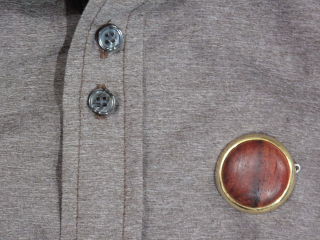 Button brooch