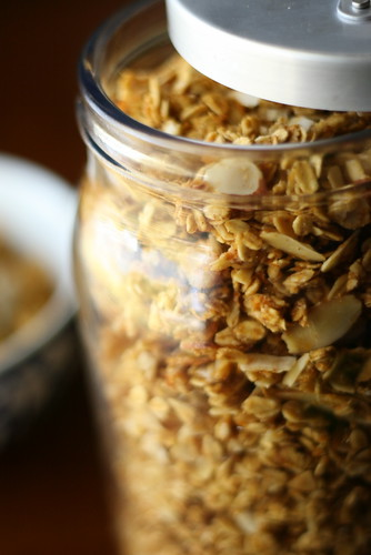 Basic Homemade Granola | granola recipe | gluten-free recipes | breakfast recipes | dairy-free recipes | perrysplate.com