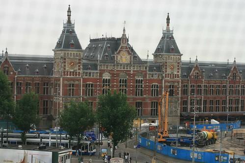 La vista desde nuestra habitación, Amsterdam Centraal