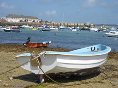 Town beach (Arty Librarian) Tags: sea beach boat sand scilly seenonflickr