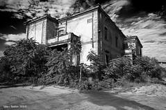 Esterno edificio 148 (Piombino) a school here? (fabio c. favaloro) Tags: bw decay edificio pb bn toscana 2010 esterno abbandono 148 piombino