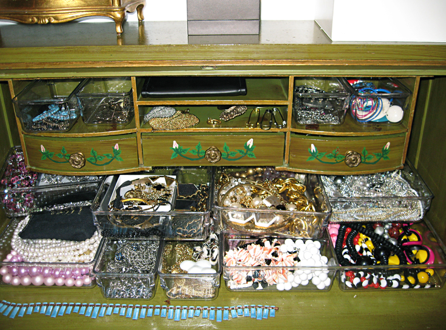 costume jewelry+organizing ideas