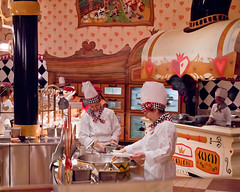 Queen of Hearts Chefs (Peter E. Lee) Tags: japan restaurant candid disney chef jp chiba 2010 kitchenstaff queenofhearts banquethall tdr tokyodisneyresort tokyodisneylandresort buffeteria humanelement tokyodisneylandpark disneyphotochallenge disneyphotochallengewinner tdlr