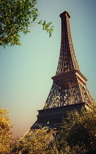 Frame_of_Eiffel_Tower_by_index11
