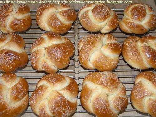 Zoete broodjes met sinaasappel - Orange-scented sweet rolls