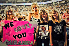 We Love You, Miranda! (Calgary Stampede) Tags: canada calgary saddledome crowds stampede calgarystampede2010