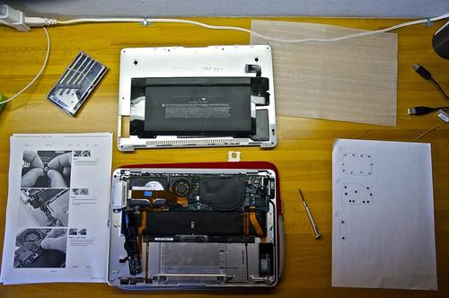 Macbook Air (Jan2008) opened