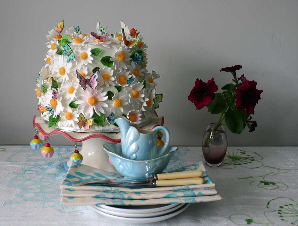 Amazing floral cake from Abigail Percy on Flickr
