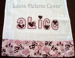 Fralda de Ombro (Lucia Helena Cesar) Tags: baby rose butterfly handmade embroidery rosa cruz borboleta bebe toalha menina ponto manta pompom riscos moldes aplique aplicao paninhos fralda flanela enxoval patchcolagem regurgitador