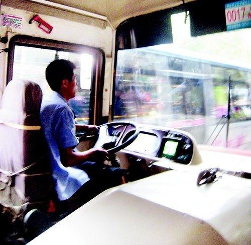 高温下的公交车司机
