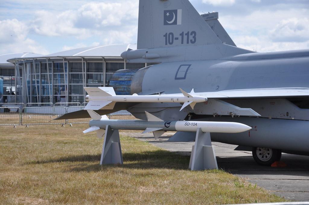 تأكيد صفقة الجي اف-17 المصرية ونفي الميج-29 4863308272_7054736991_b