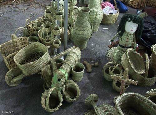 Diferentes objetos de cestaria