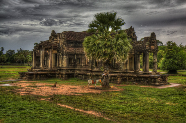 Angkor Wat outbuilding 2 in HDR