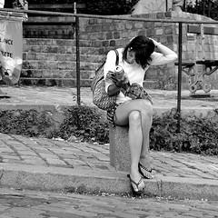 le plan de Paris (lachaisetriste) Tags: portrait blackandwhite bw paris nikon noiretblanc femme montmartre nb lecture rue d700 portraitsshots