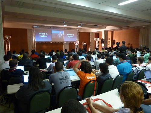 Rafael Lima falando de Aplicativos Web.