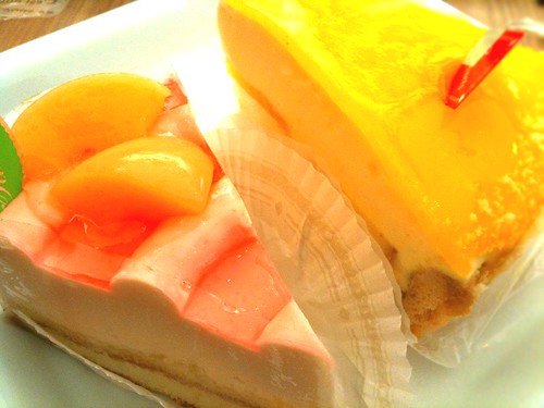 白桃ケーキとレモンケーキ