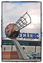 7 - 12 aot 2010 Vitry-sur-Seine Rue Eugne Hnaff (melina1965) Tags: sky sculpture cloud statue clouds nikon iron ledefrance faades statues august ciel ironwork nuage nuages sculptures faade fer shopsign 2010 enseigne aot ironworks vitry valdemarne shopsigns enseignes vitrysurseine ferronnerie d80 copd photoscape geniiloci makeothershappy