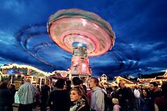 Wellenflug (Foto-Ed) Tags: park blue people wheel night fun lights amusement big bend sommer wide fast fair ferris swing tokina trail aachen hour spinning ultrawide 1224mm f4 kirmes riesenrad lichter 1224 2010 nachts rummel abends spas fahrgeschfte oecher cher uww
