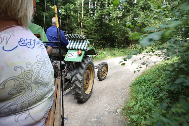 30 Minuten Tour mit dem Nostalgie Traktor ...