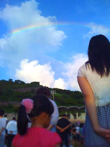 ラジオ体操会場の空の虹