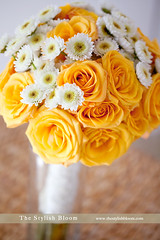 Bridal Bouquet (L'esprit Sud Magazine) Tags: wedding roses orange daisies blog spring posy floraldesign specialoccasions bridalbouquet handtied onlinemagazine canon5dmarkii canon100mmmacrol thestylishbloom freshflowerideas wwwthestylishbloomcom dazzlingflowerideas