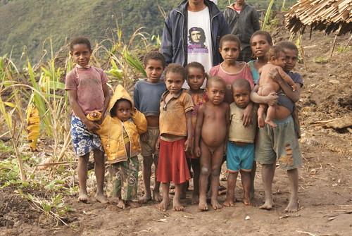 Anak negeri masih saja jadi kaum yang termarjinalkan dikampung sendiri, kelaparan pun masih sering terdengan di Papua