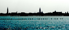 Horitzó venecià / Venetian horizon (SBA73) Tags: old blue venice italy panorama tower water azul agua wasser italia view away lagoon belltower campanile vista venetian laguna blau venise venecia venezia azzurro far venedig aigua campanario veneto campanar serenissima llacuna venècia mywinners venezsia mygearandme ヴェネツィ