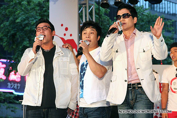 The uncle trio from Dream Team singing a Chinese song together - Wakin Chau (周华健)'s Friends (朋友)