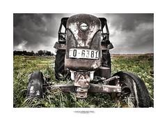 El Campo Abandonado (Sergio Sánchez Pérez) Tags: tractor sergio photoshop nikon vieja adobe viejo alto hdr 2010 máquina abandonado d300 óxido máquinas dinámico rango cs5 ligthroom sanchezperez